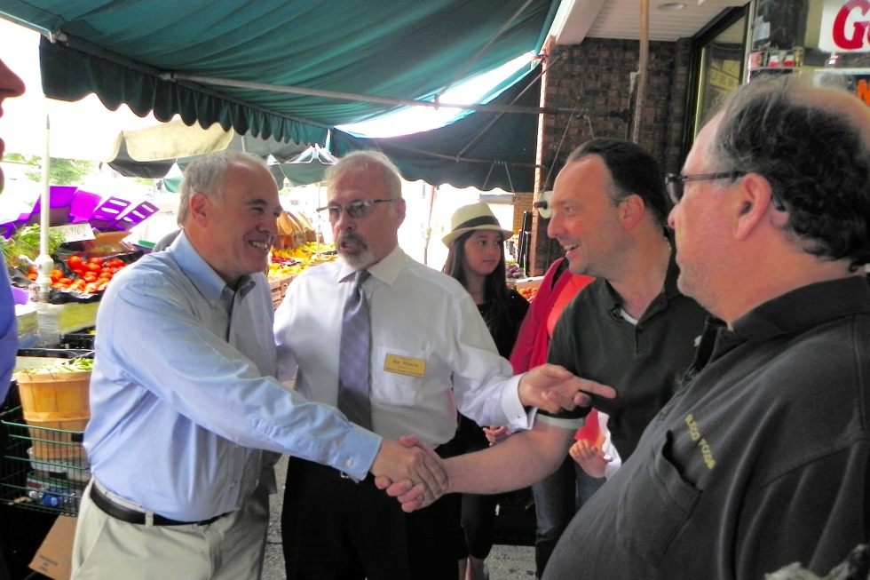Commissioner Joe Mascia introduces Comptroller DiNapoli to Tommy and Vinny Guercio.